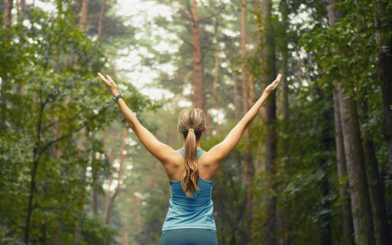 Trotz Allergie sollte nicht auf Sport verzichtet werden, da er die Atemmuskulatur und die körperliche Belastbarkeit stärkt.