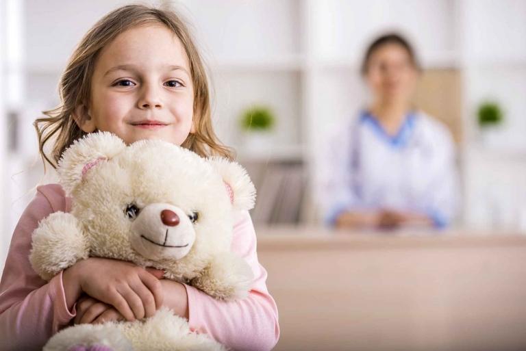Durch die Gabe von Antibiotika im Kindesalter steigt das Risiko für chronische Darmerkrankungen, Überempfindlichkeitsreaktionen und somit erhöhte Neigung zu Allergien (Asthma) und Ausschlägen wie Neurodermitis.