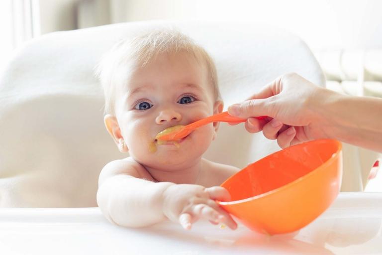 Übergewicht im Kindesalter kann zu Adipositas im Jugend- und Erwachsenenalter führen und gesundheitliche Probleme in späteren Lebensjahren zur Folge haben.