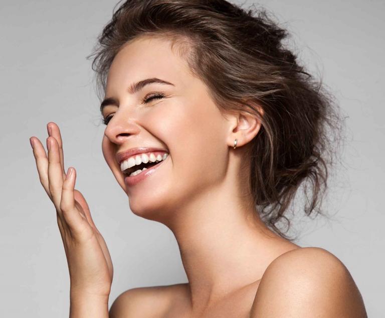 Betrachten wir die Haut, so wird uns sehr bald klar, dass sie nicht am Mund zu Ende ist, sie verändert sich bloß und durchzieht dann als sogenannte Schleimhaut unser Körperinneres.
