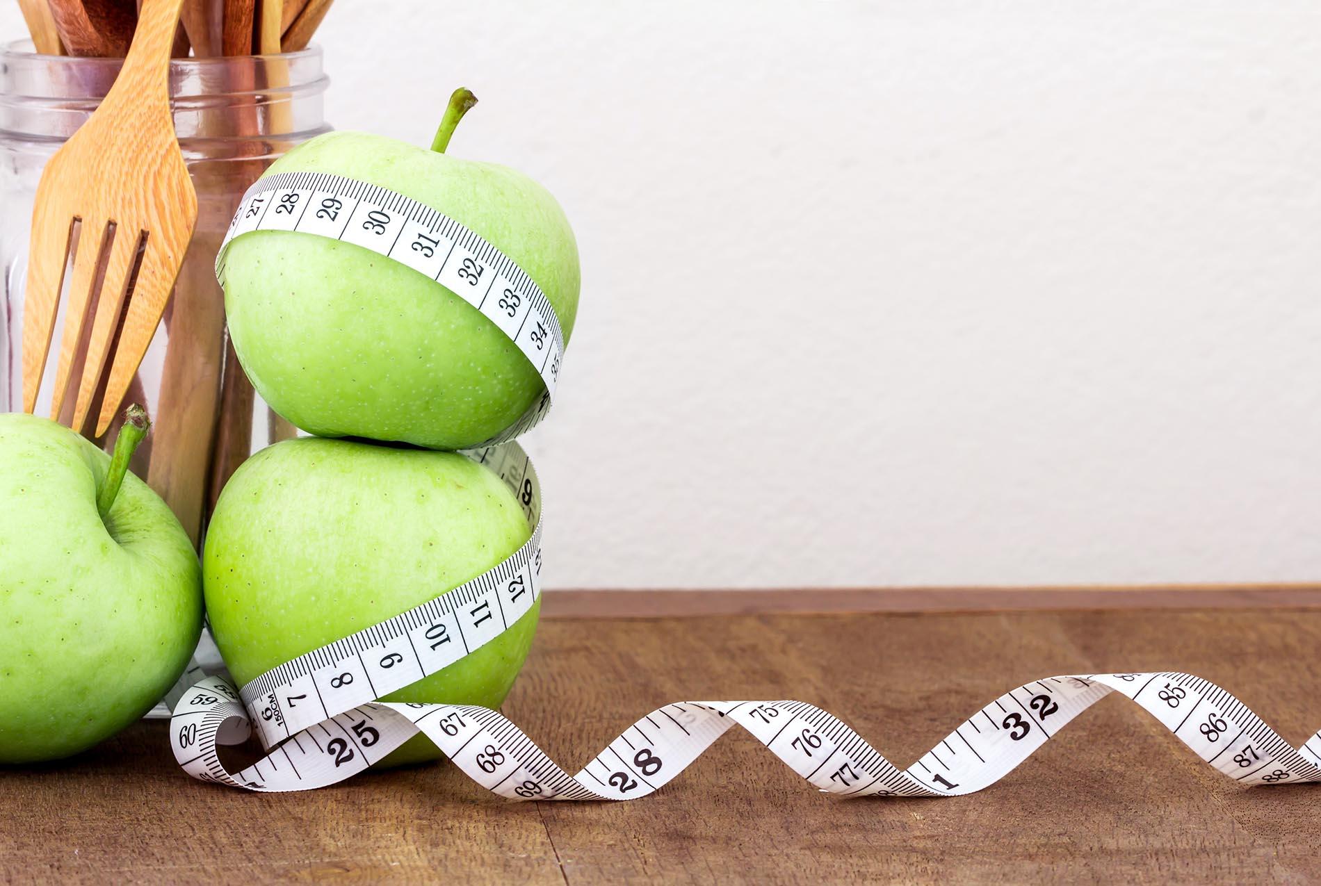 Bewegungsmangel, hochkalorische sowie einseitige Ernährung und Stress können für zu viel Körperfülle verantwortlich sein. Aber auch die Zusammensetzung der Darmflora spielt dabei eine entscheidende Rolle.