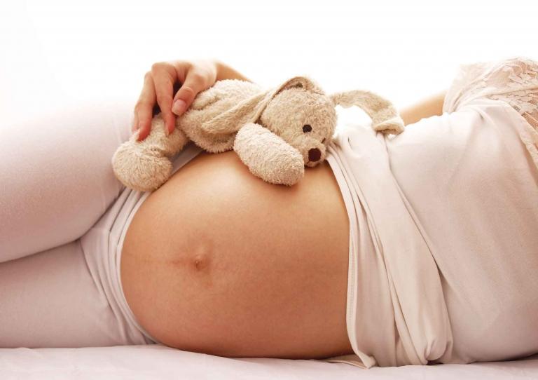 Die Ernährung in der Schwangerschaft bzw. von Babys im ersten Lebensjahr beeinflusst nachhaltig die kindliche Darmflora und damit das Auftreten von Allergien.