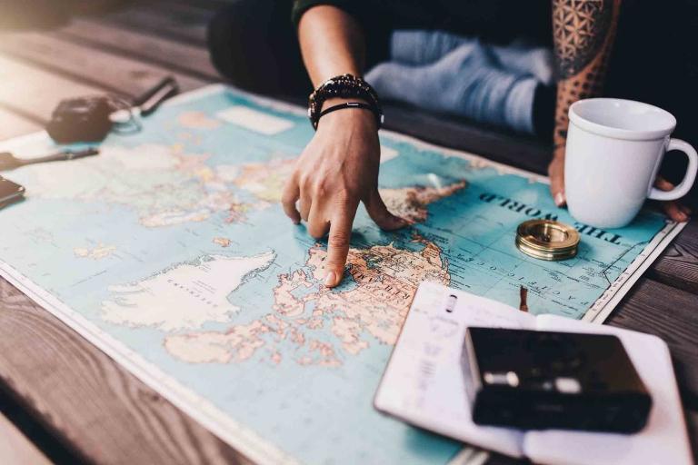 Bei Auslandsaufenthalten kann das Verdauungssystem durch äußere Einwirkungen unterschiedlichster Art (ungewohntes Essen, veränderter Tagesrhythmus) aus dem Gleichgewicht geraten.