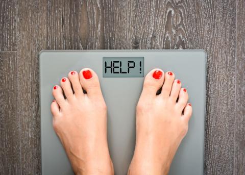 Entweder durch Kalorienreduktion oder Sport.