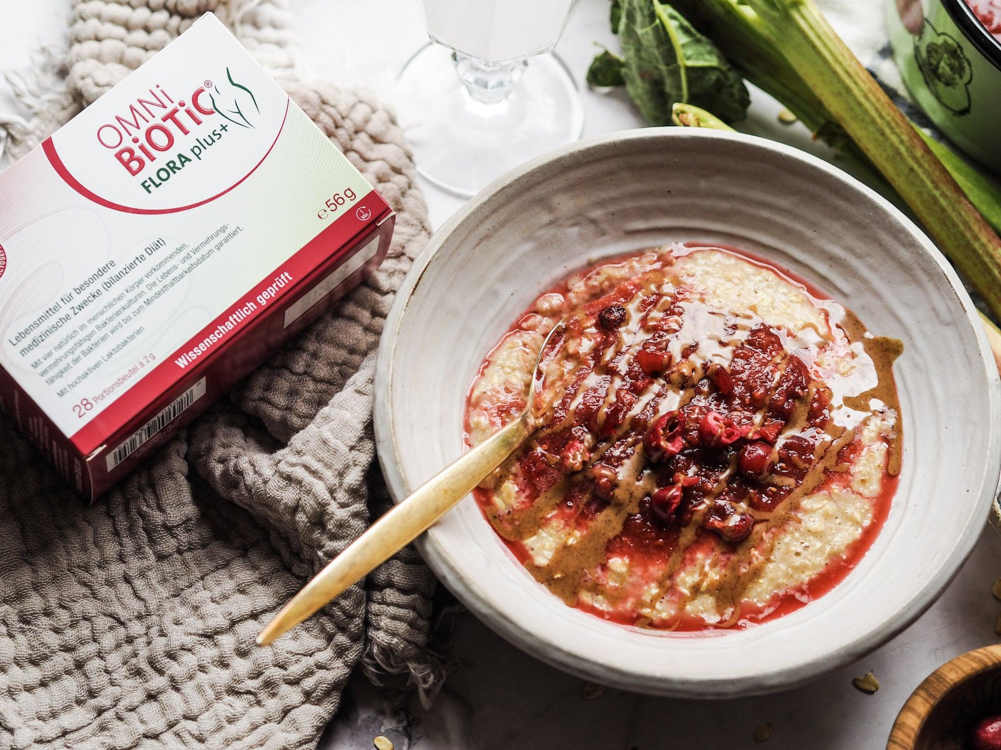 OMNi-BiOTiC FLORA plus+ Getränk mit Haselnuss-Porridge mit Cranberry-Rhabarber-Kompott
