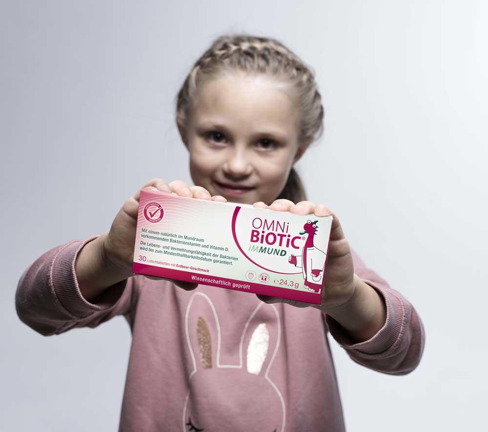 OMNi-BiOTiC® präsentiert von Mädchen
